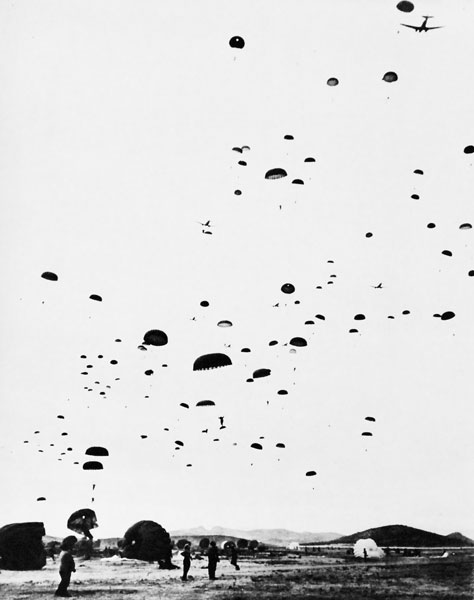 paratroopers training for normandy landing 1944